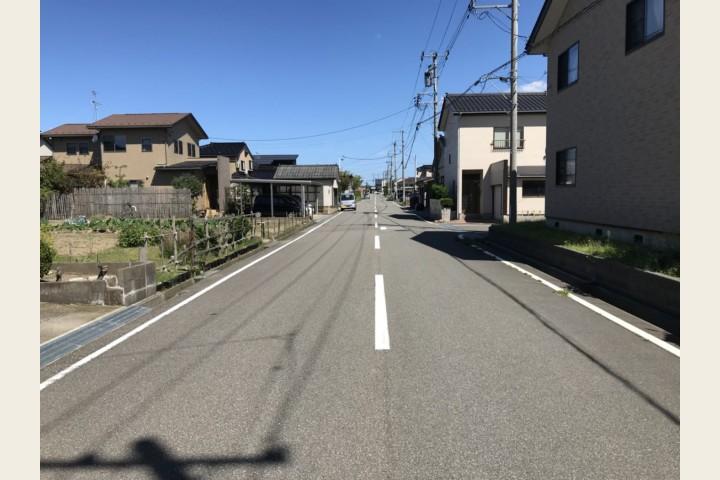 前面道路(8m)